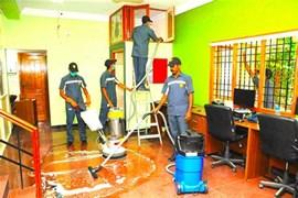 متخصص در زمینه های تاسیسات، نظافت، نگهداری در منزل، پرستاری و .....